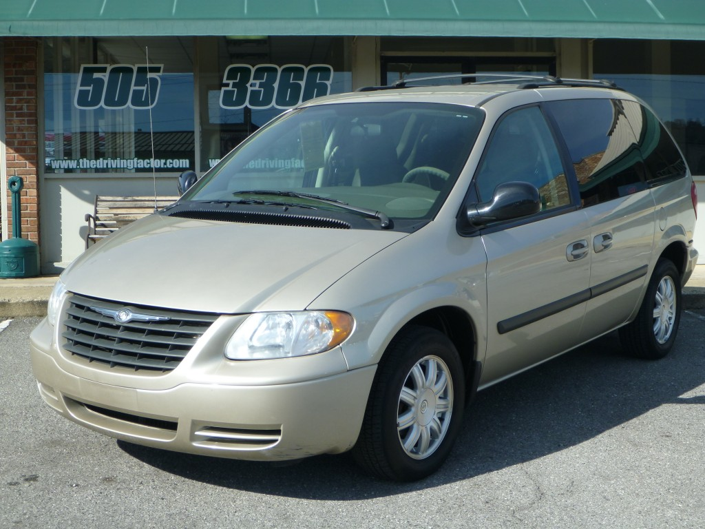 2006 Chrysler Town N Country (2088A)